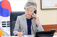 강경화 장관, 코로나19 대응 주요국 외교장관간 전화 협의
