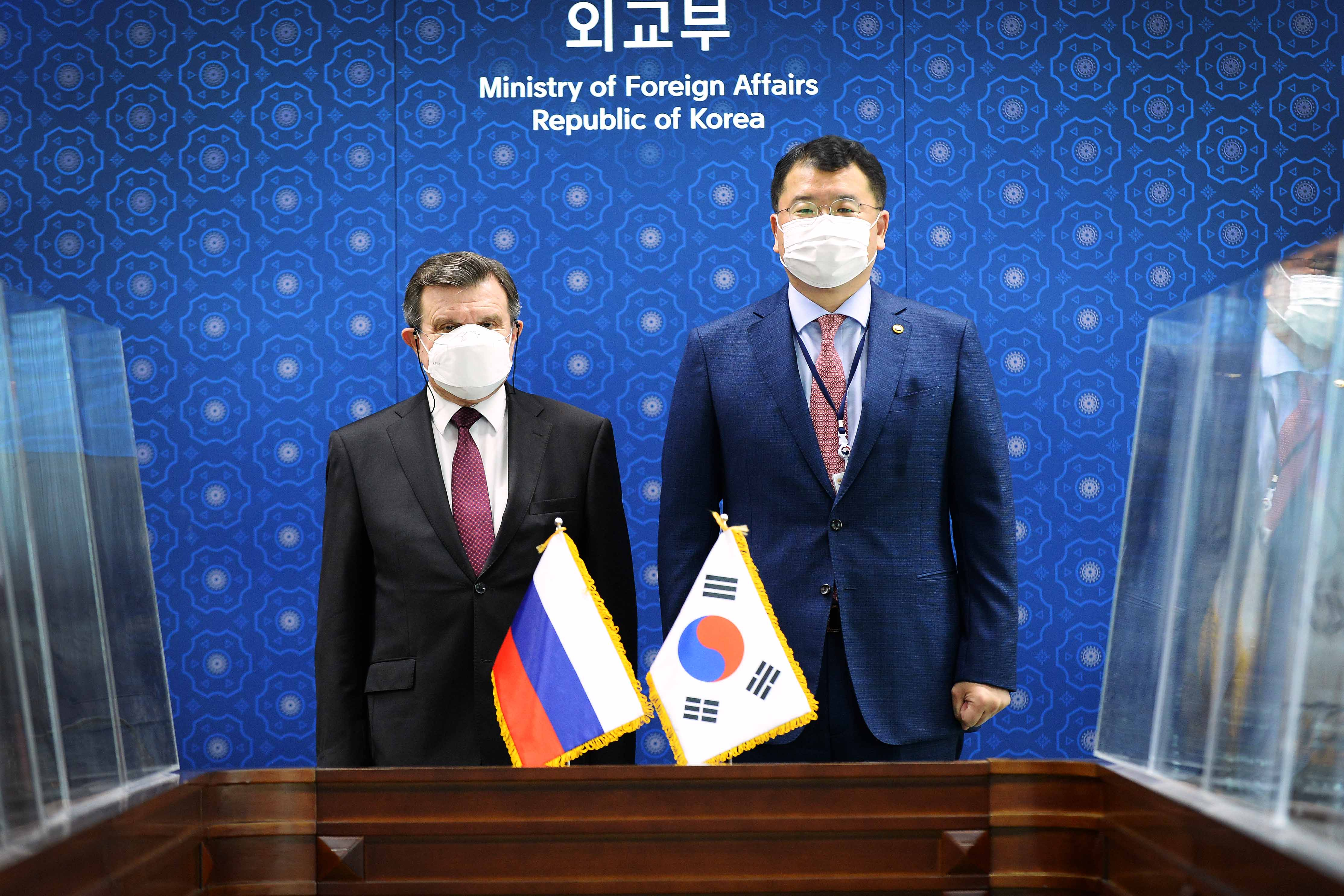 Vice Minister of Foreign Affairs Choi Meets with Russian Ambassador to ROK