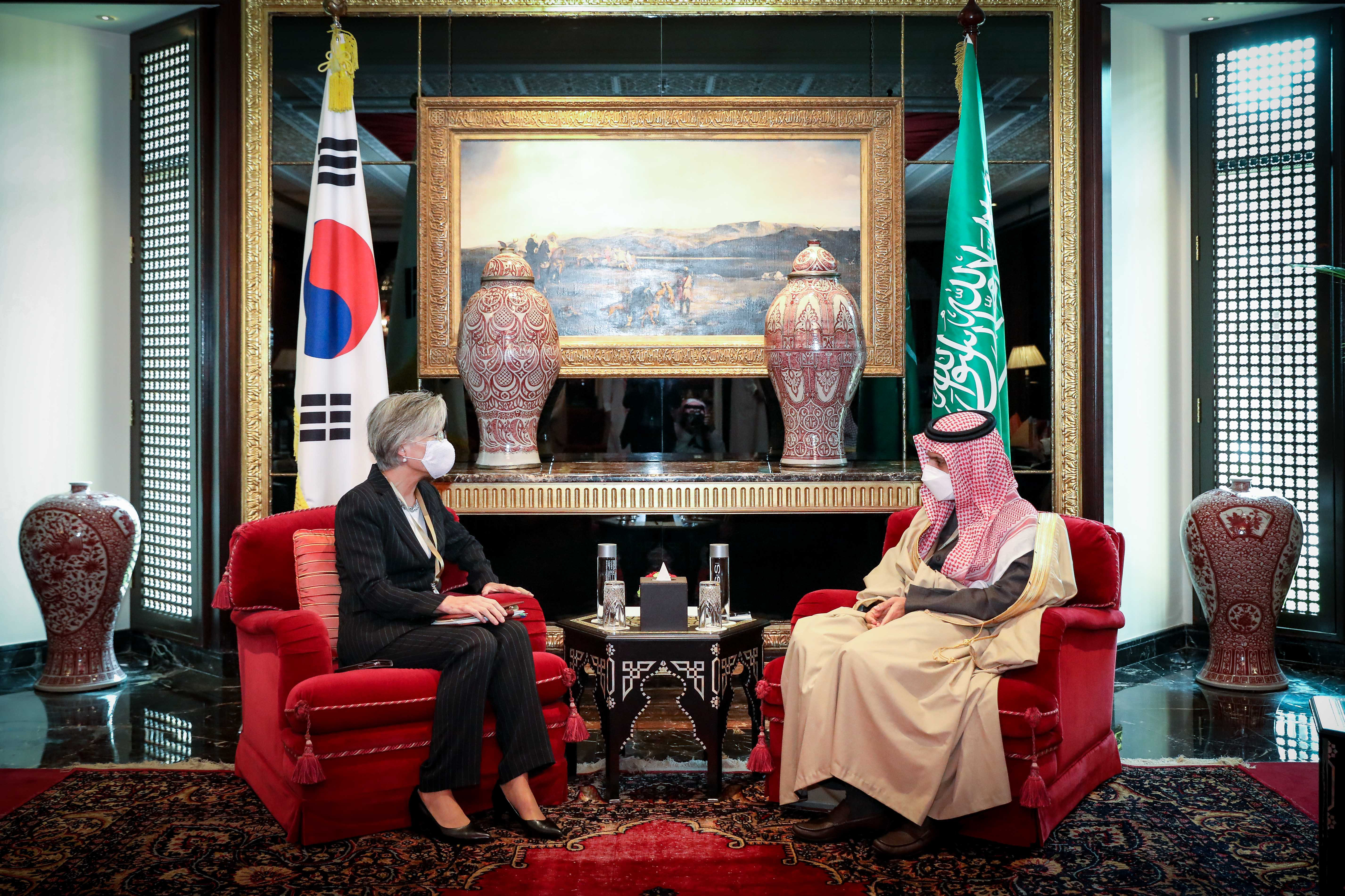 Minister of Foreign Affairs Meets with her Saudi Arabian Counterpart