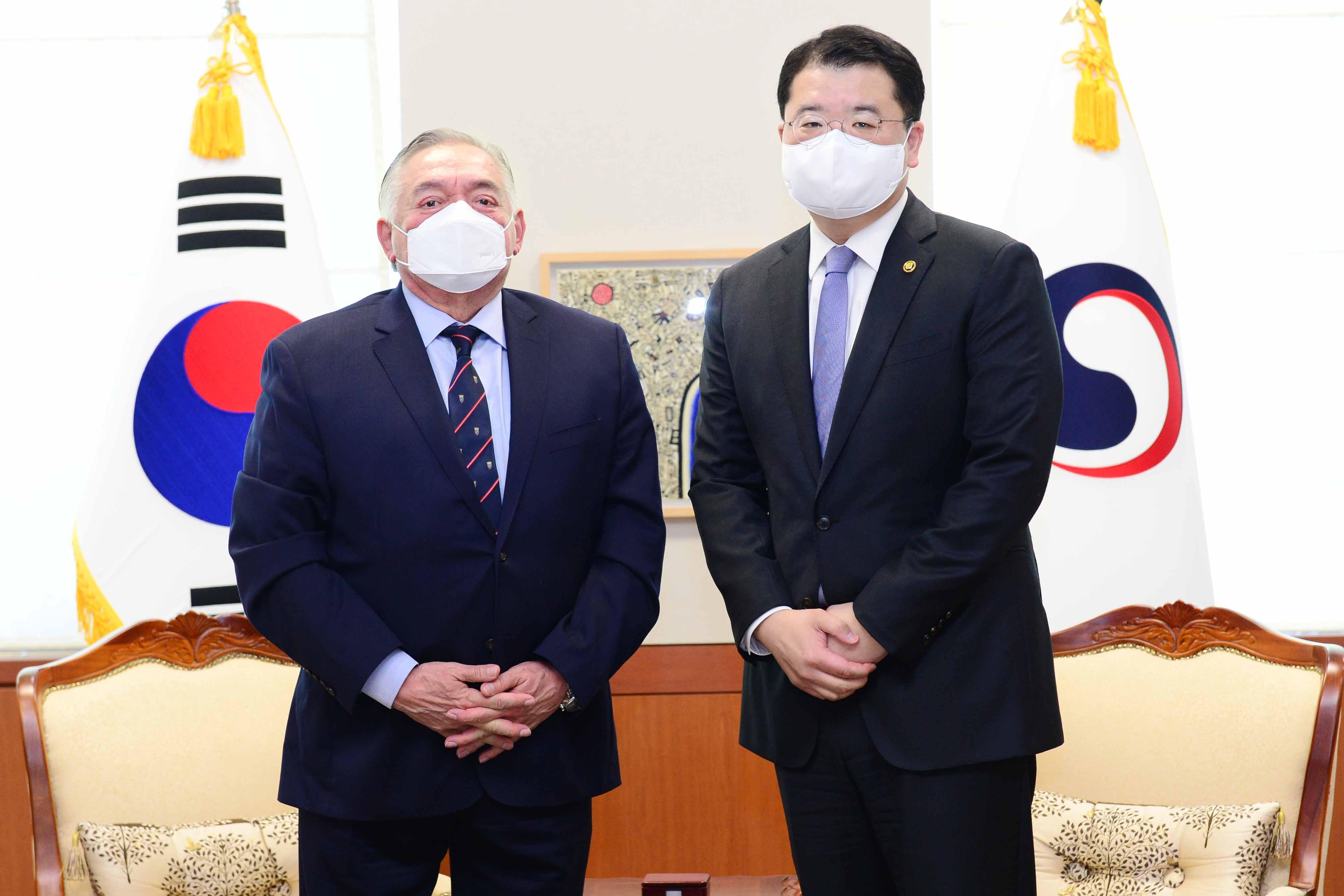 Vice Minister of Foreign Affairs Choi Jong Kun Meets with Peruvian Ambassador to Korea