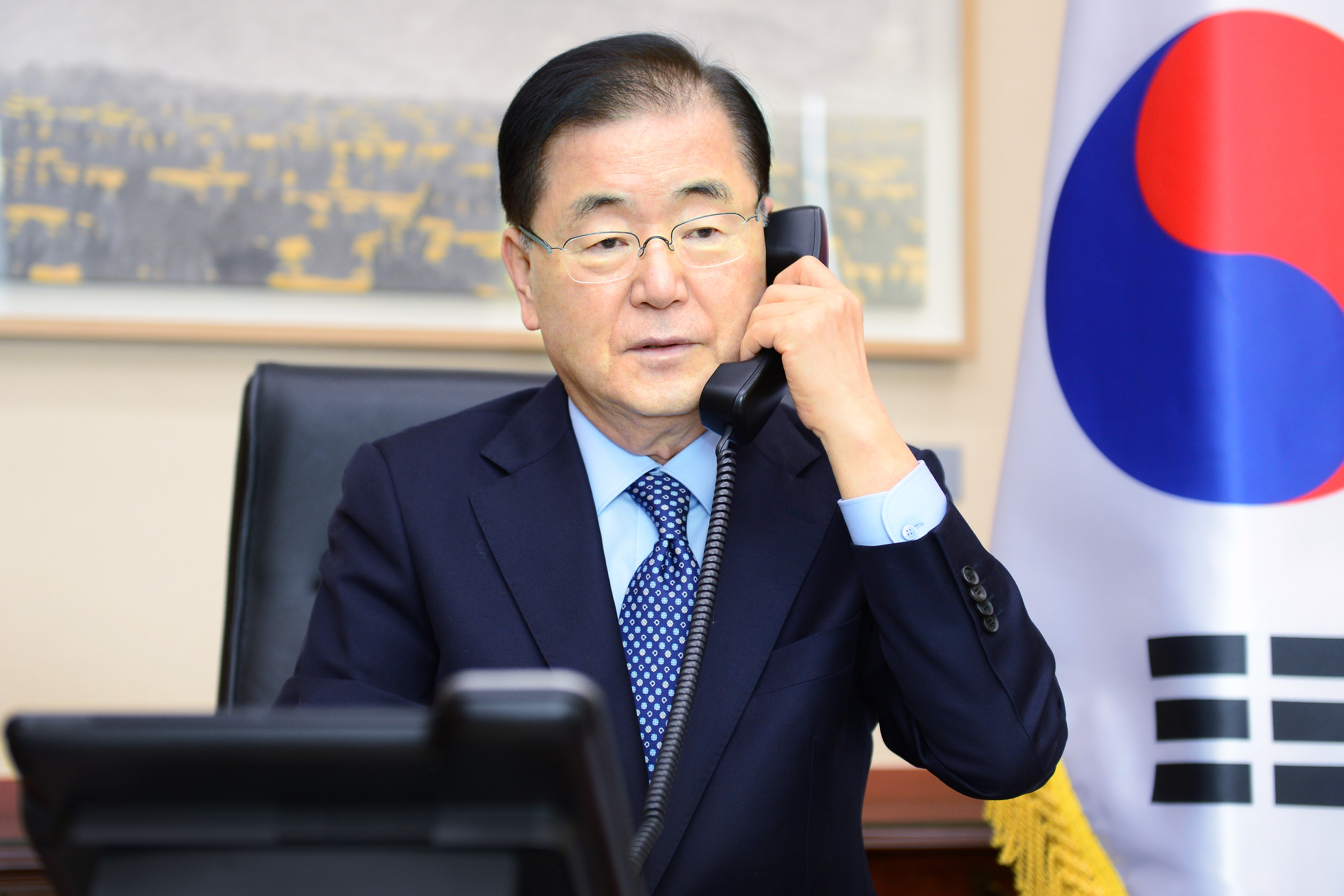 Telephone Conversation between Korean and Canadian Ministers of Foreign Affairs
