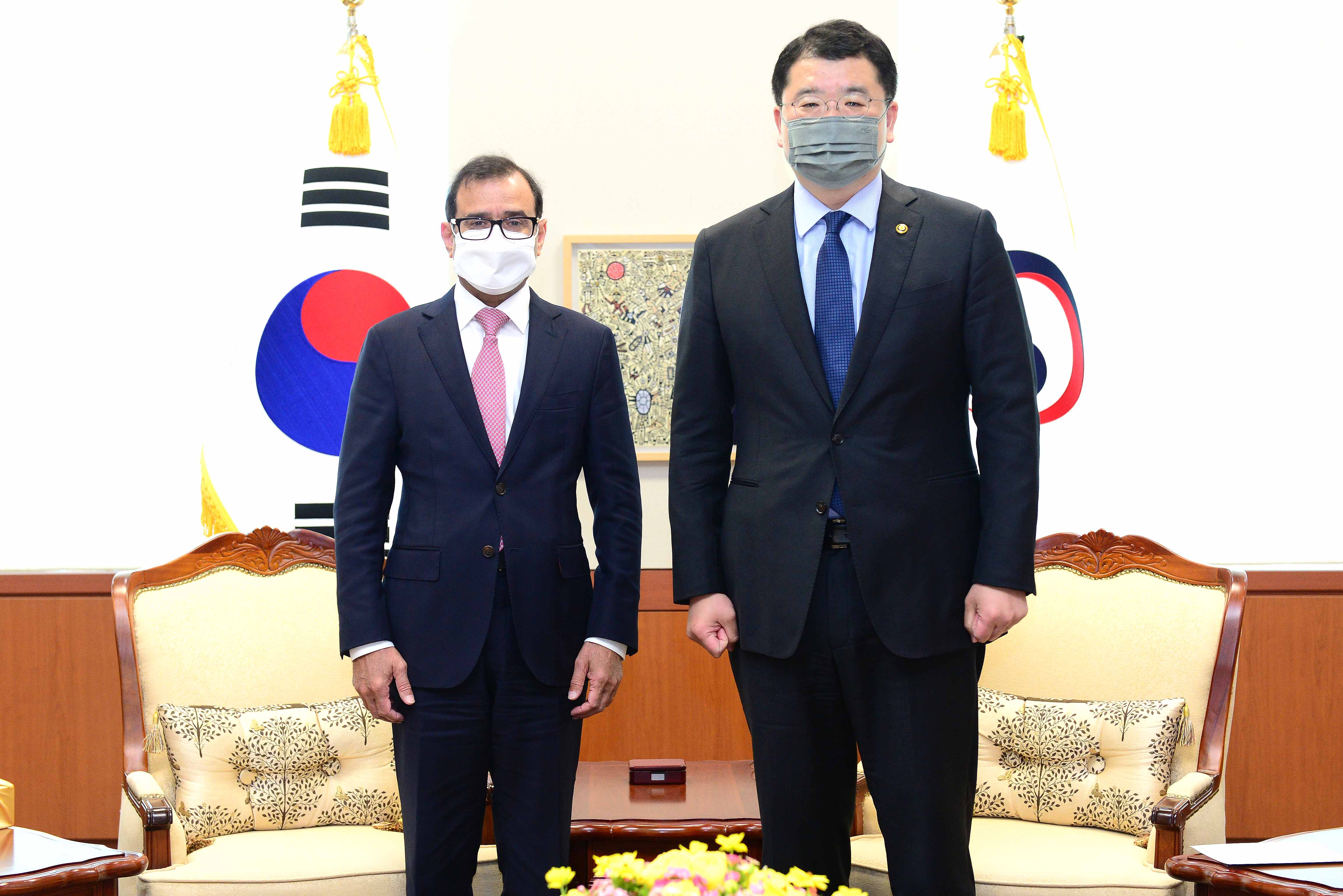 Vice Minister of Foreign Affairs Choi Jong Kun Meets with Outgoing Saudi Arabian Ambassador to Korea