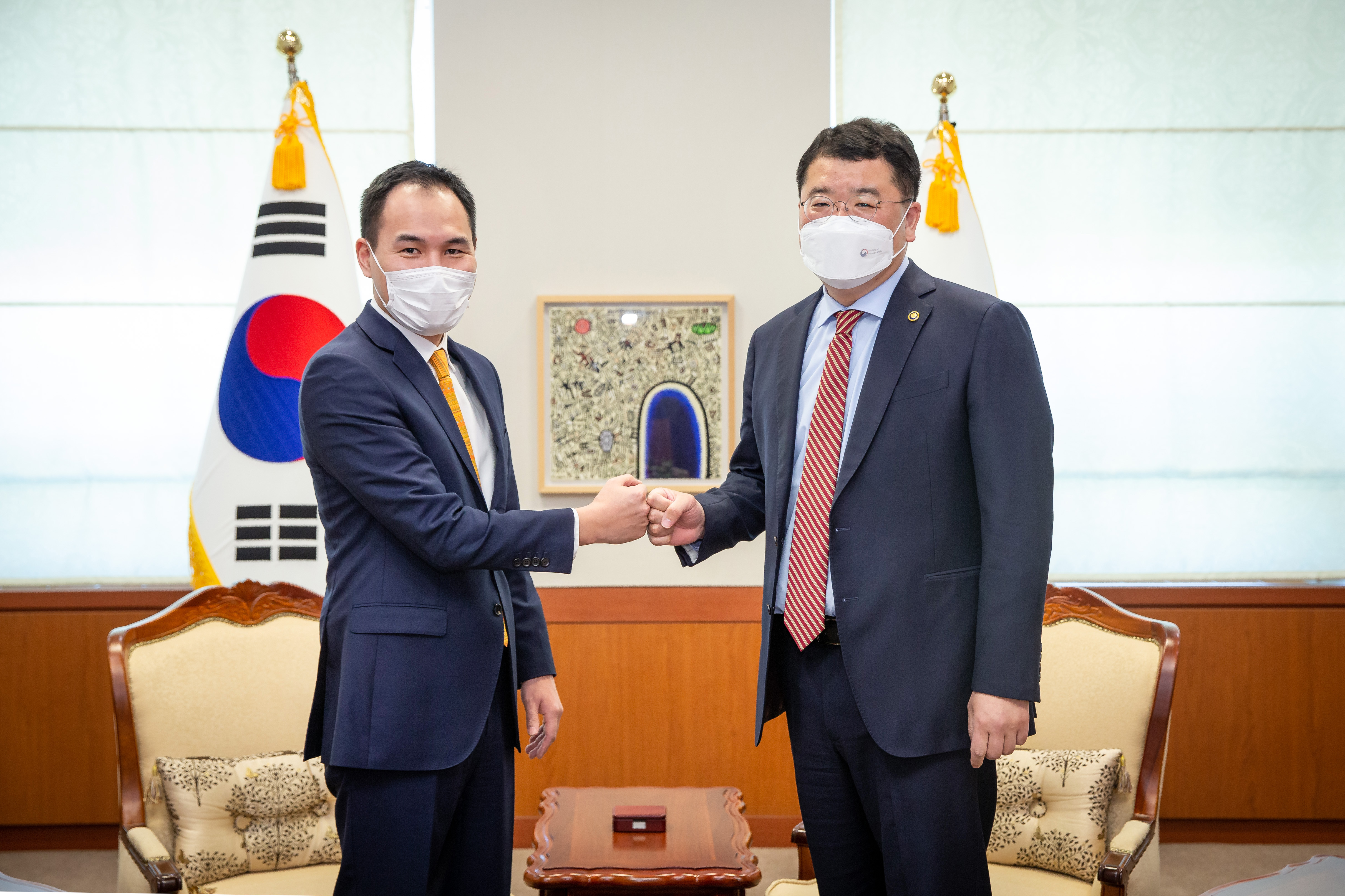 Vice Minister of Foreign Affairs Choi Jong Kun Meets with Vice Foreign Minister of Mongolia