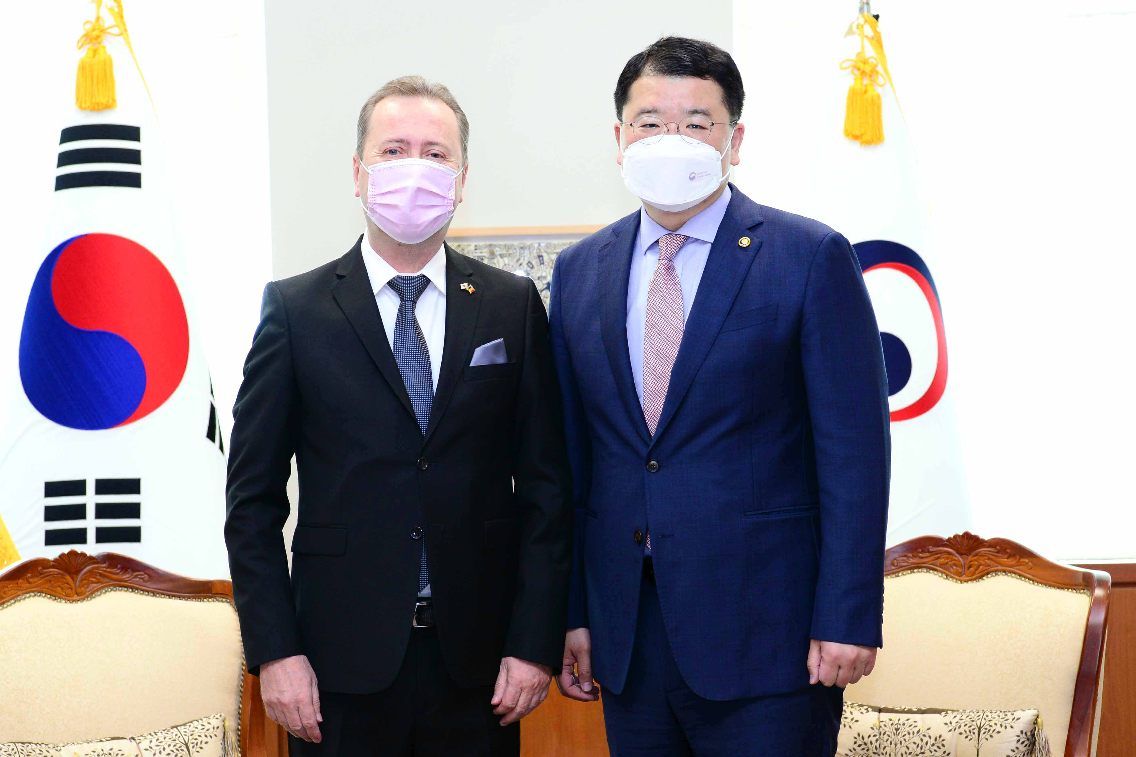 Vice Minister of Foreign Affairs Choi Jong Kun Met with Outgoing Romanian Ambassador to Korea