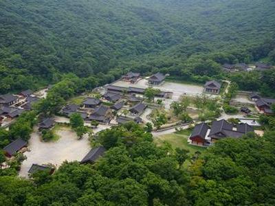 """""""Sansa, Buddhist Mountain Monasteries in Korea"""" Inscribed on UNESCO's World Heritage"""