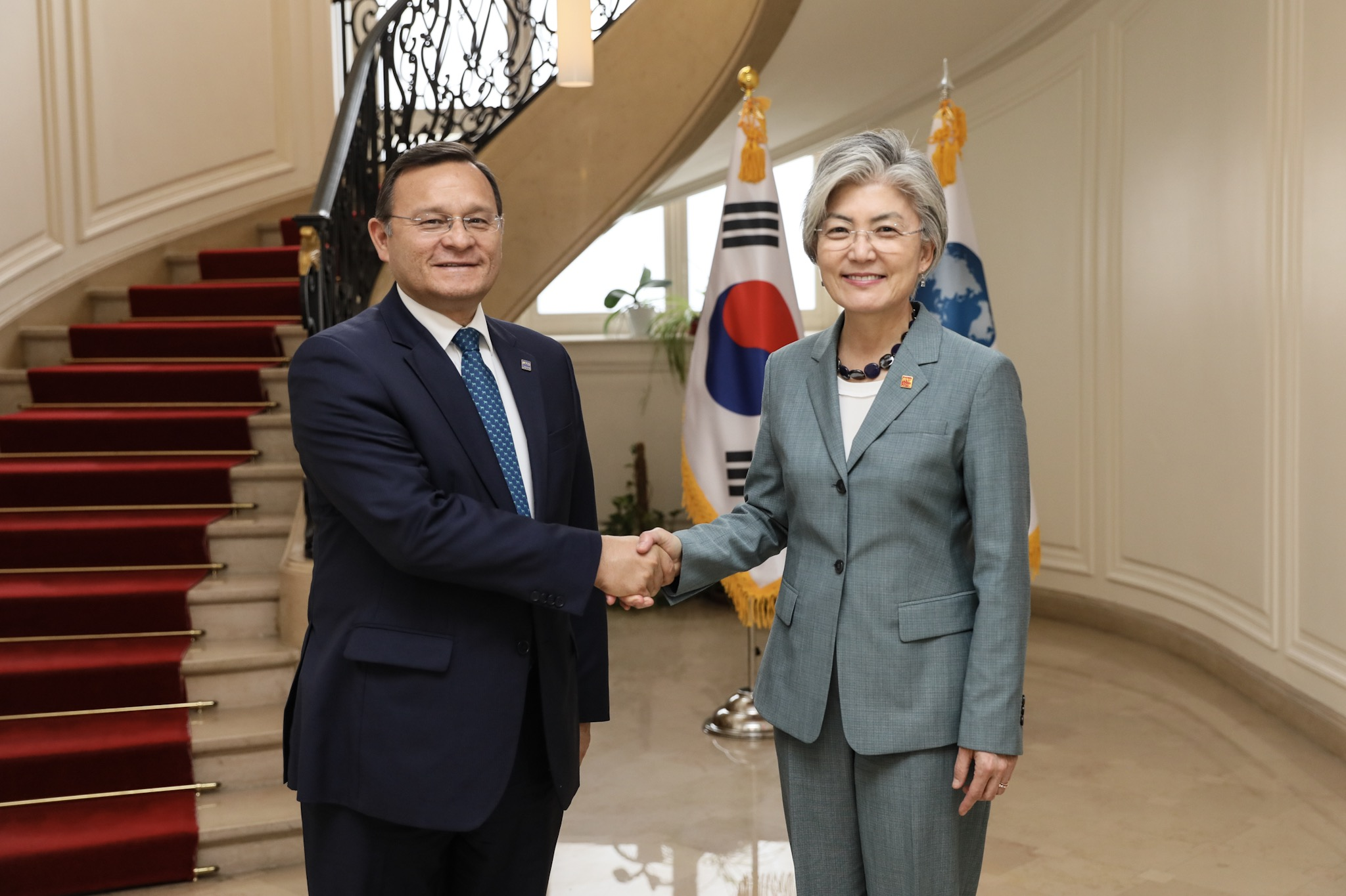 ROK-Peru Foreign Ministerial Meeting Held on Occasion of OECD Ministerial Council Meeting