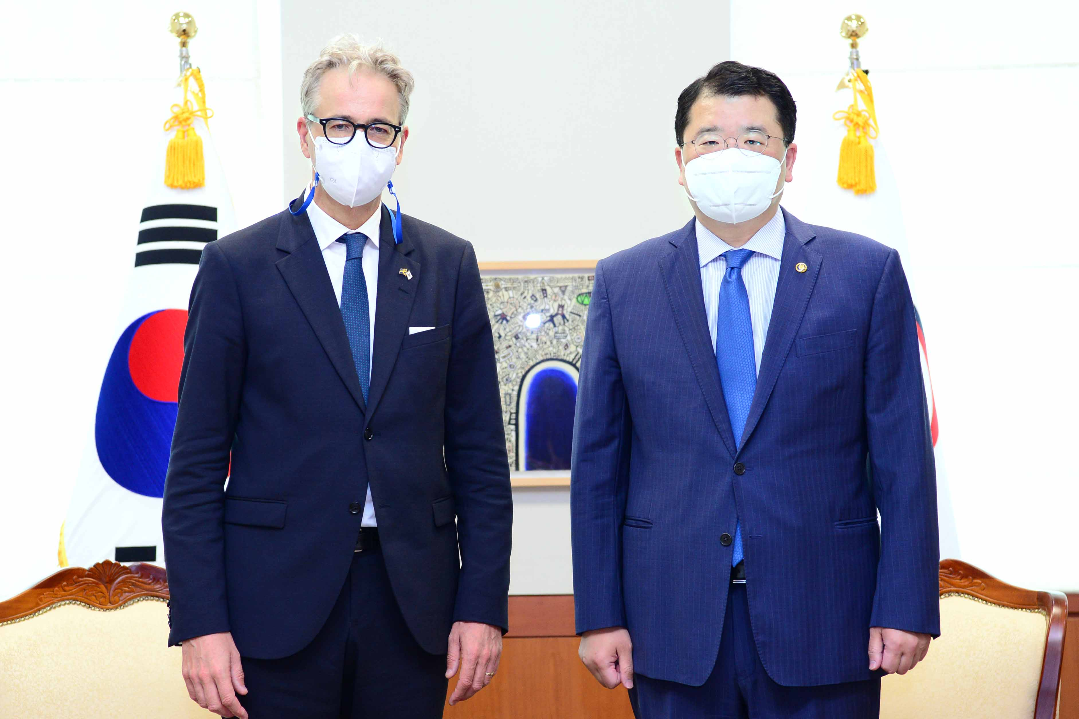 Vice Minister of Foreign Affairs Choi Jong Kun Meets with Outgoing Swedish Ambassador