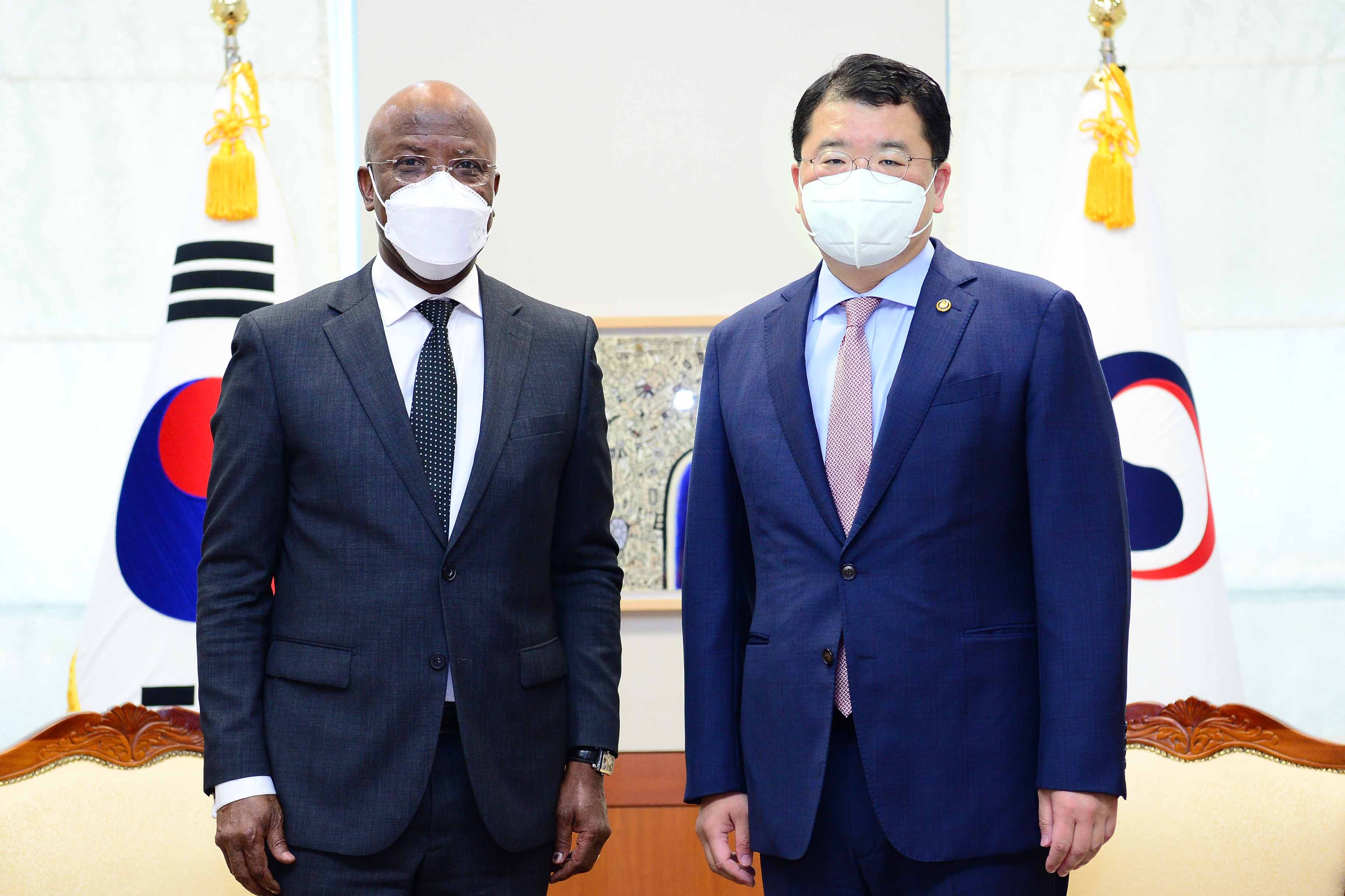 Vice Minister of Foreign Affairs Choi Jong Kun Holds Follow-up Consultations on his Visit to Africa